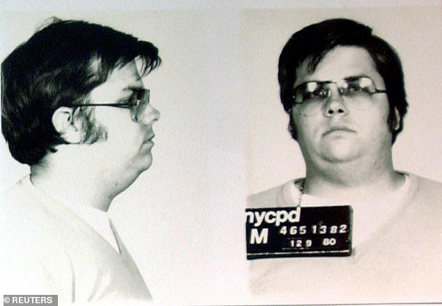 Чепмен в 1980 году, когда ему было 25 лет. Он сказал, что застрелил Леннона, потому что был зол на то, насколько он знаменит.