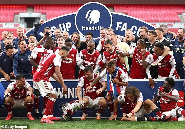 L'attaquant d'Arsenal a accidentellement perdu le trophée de la FA Cup lors de sa victoire plus tôt ce mois-ci
