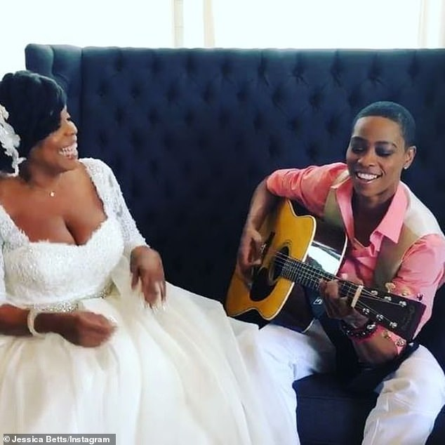 Betts was there for the last wedding:The two go back in time. Jessica sang at Niecy's wedding to Jay in 2011 in Malibu