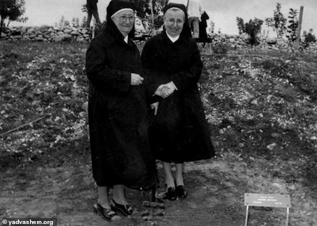 Sister Denise Bergon (left) and Sister Marguerite Roques (right) hid 83 Jewish children from the Nazis between 1942 and 1944 (pictured in 1992)