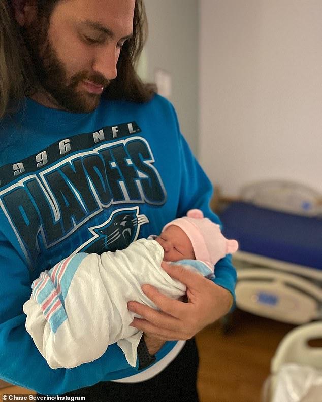 Новый отец: почти через четыре месяца после того, как звезда My Big Fat Fabulous Life Уитни Уэй Тор рассталась со своим бывшим женихом Чейзом Северино (слева), он приветствовал своего первого ребенка - дочь Аврору Джойс - в среду за несколько недель до назначенного срока.
