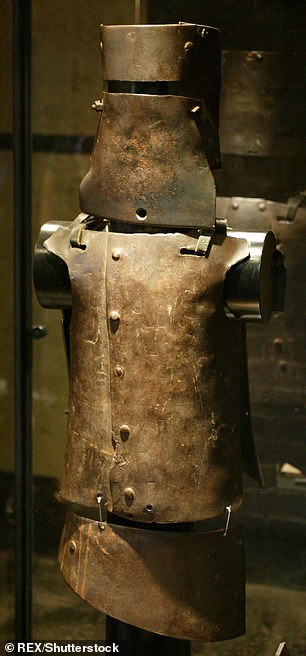 Dan Kelly's armour consisted of a breast plate, back plate, apron and helmet