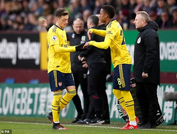 When he replaced it, Artita picked up Joe Will (right) on the bench ahead of Ozil (left).
