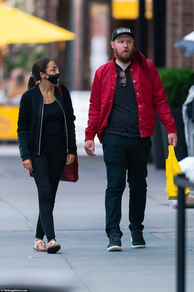 AOC and Roberts walked from the restaurant to the High Line, a few blocks away