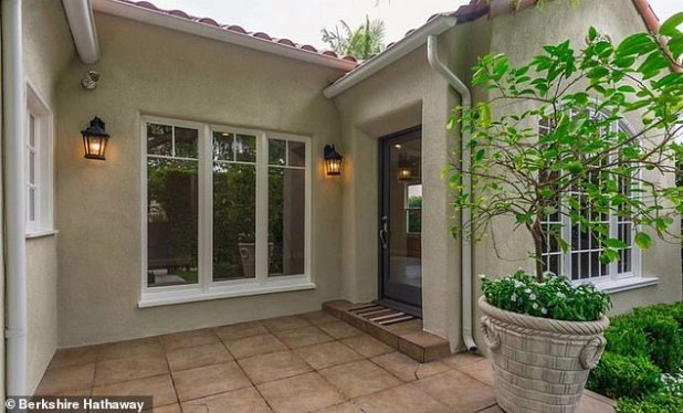 Nice Tote: The 45-year-old actress hopes to make a profit of over $ 1 million on a four-bedroom residence that, if sold at a asking price with a property record, was purchased in 2005 for $ 737,000