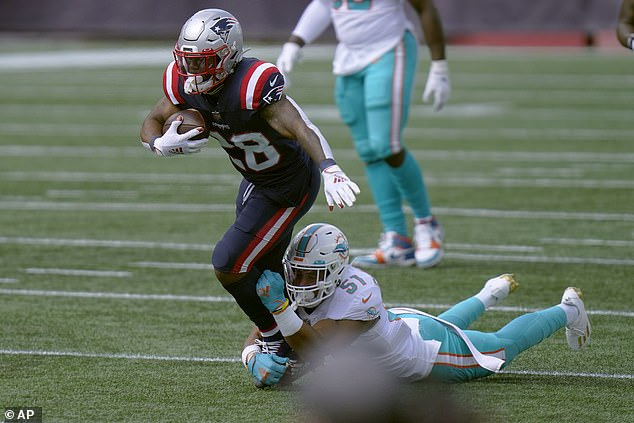 New England Patriots star James White's police captain father has been killed and his mother seriously injured after they were involved in a car crash in South Florida earlier Sunday.White runs with the ball in last week's season opener against the Miami Dolphins