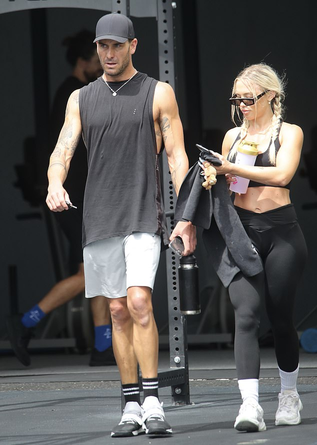 Well styled: The influencer flaunted her six-pack abs in a black crop top with matching exercise leggings