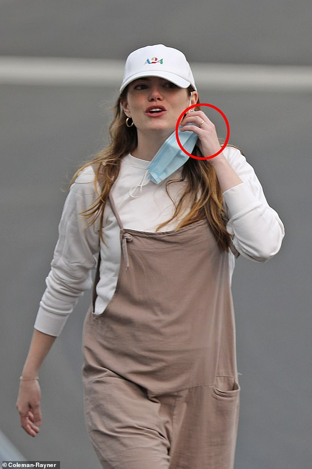 Another sign: here the La La Land actress is seen with her group as she wears baggy clothes