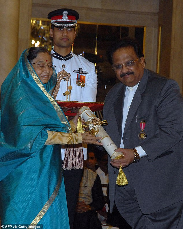Singer SP Balasubrahmanyam, right,at the Padma Awards ceremony in 2011 with Indian President Pradibha Singh Patil