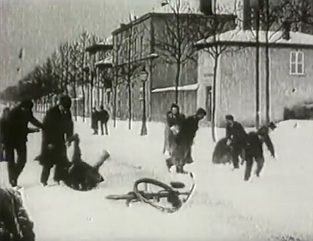 The original black and white film, titled Bataille de boules de neige in French, was filmed by Auguste and Louis Lumière