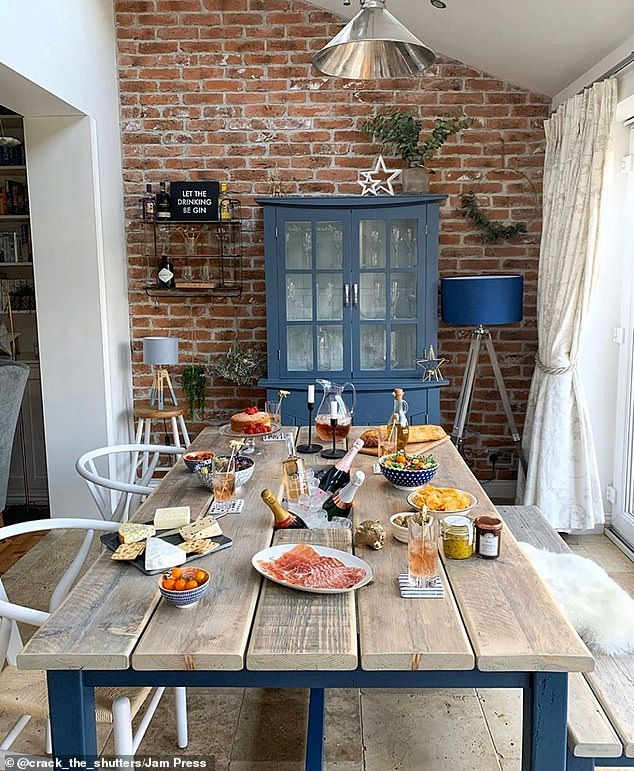 A clever in-built ice bucket makes this large dining table ideal for socialising
