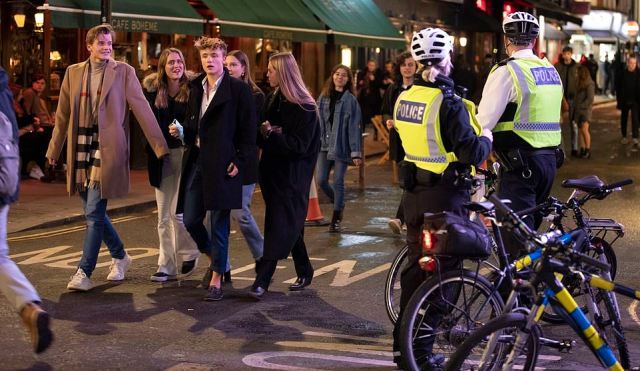 Police patrol the streets as Londoners enjoy their final night in pubs before two households cannot mix indoors