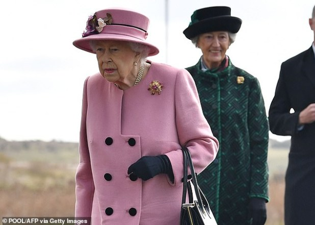 'Do you want to put a new comment on the queen?  ': The Queen is pictured outside a royal residence on Thursday wearing a blush pink coat and no mask after the epidemic at the time of public engagement.
