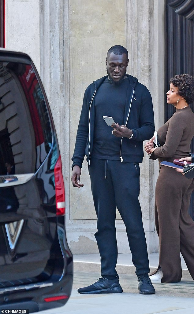 Recording: Stormzy took a moment to check her phone