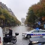 Paris bomb alert: Police deployed as Arc de Triomphe evacuated 💥👩💥