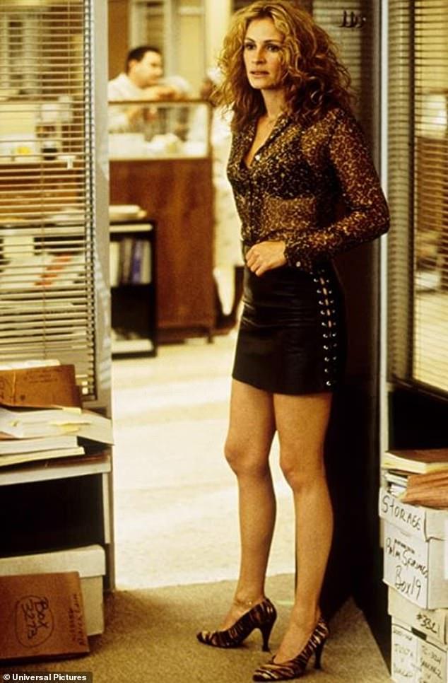 Предыстория: Джулия Робертс стала первой женщиной, заработавшей 20 миллионов долларов на фильме, когда она дала свой оскароносный поворот в фильме 2000 года «Эрин Брокович».