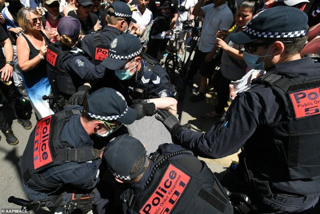 Victoria Police officers scuffled with the crowd of protesters before making multiple arrests during the lockdown protest