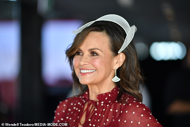 A look:She paired it fan-shaped statement earringsand an off-white, art deco style fascinator
