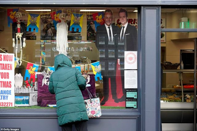 Decorations:A butchers in the village used its window to display huge cut-outs of Ant and Dec, while a make-shift version of Gwrych Castle could be seen with crowns placed on the heads of the blank faces of a mystery man and woman