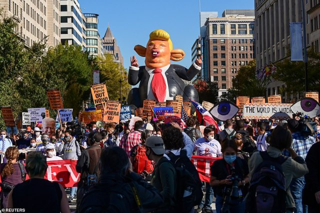 D.C.:A balloon depicting U.S. President Donald Trump is seen, as protesters march toward the White House Friday afternoon