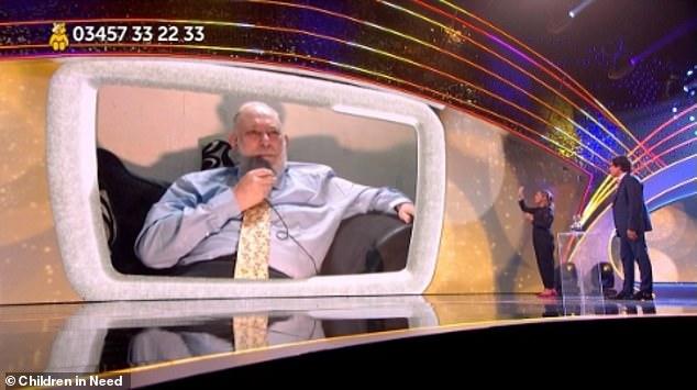 Problèmes: Brian a essayé de résoudre le problème et a demandé si le duo pouvait l'entendre, et alors qu'il était audible pour le public, Mel a dit qu'il ne l'était pas et l'a coupé.