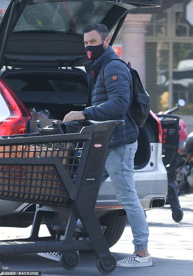 Weekend errands:Brian Austin Green was keeping busy on Saturday morning in Malibu, while on a grocery run to Ralph's supermarket