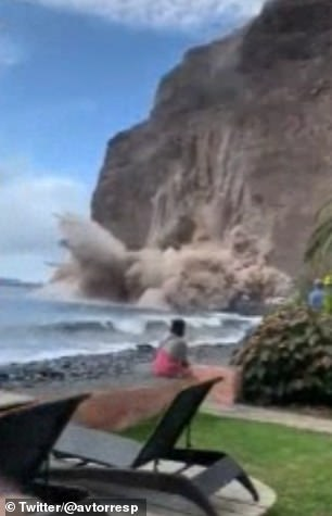 The dramatic incident happened late on Sunday afternoon on the Argaga beach in the popular resort of Valle Gran Rey