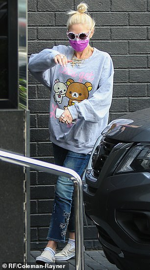 Accessorizing: Stefani accessorized with some round white floral-print sunglasses and a fuchsia face mask