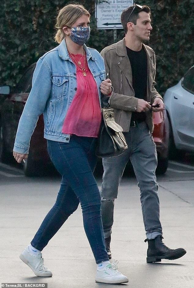 Mischa Barton rocks double denim as she makes pizza run with boyfriendGian Marco Flamini in LA