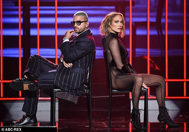 En él juntos: para la ceremonia anual, la estrella de Hustlers interpretó sus éxitos en colaboración Pa 'Ti y Lonely con la cantante colombiana Maluma, de 26 años.