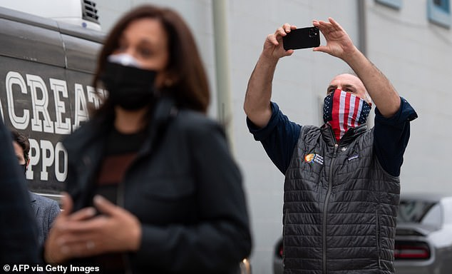 Jose Andres snaps a pick of Kamala Harris as she thanks volunteers