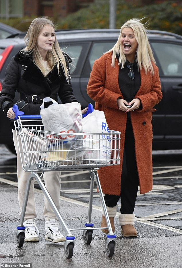 Fresh-faced: She appeared to go make-up free, while she wore her platinum blonde tresses in a loose straight style