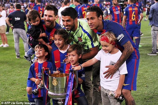 Neymar (right) had rich success with Messi (left) and confirms he wants to team up once more
