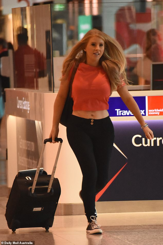 Dangerous curves ahead!The bubbly blond showcased her curvaceous figure and trim waist in a cropped orange T-shirt and black trousers