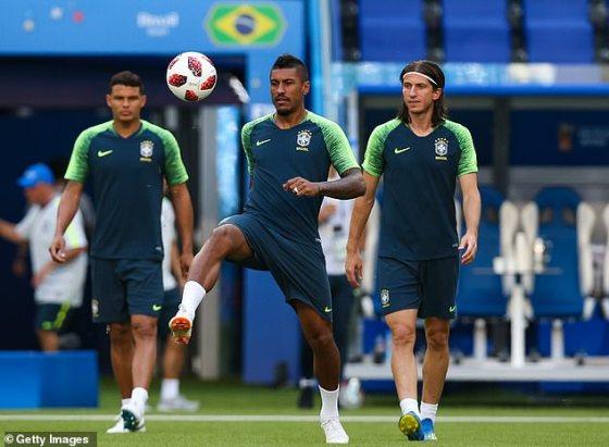 Silva fará o curso junto com os companheiros brasileiros Paulinho (centro) e Filipe Luis (direita)