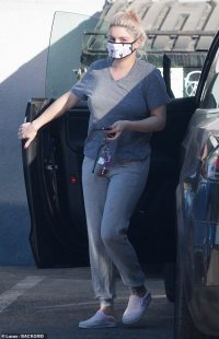 Modern Family alum Ariel Winter is casual in gray top and sweats as she runs errands in LA