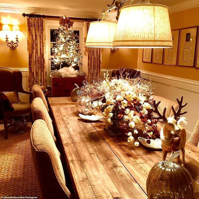 Lee shared this photo on Wednesday showing how she adorned her dining room for the holidays with a Christmas tree and reindeer decorations