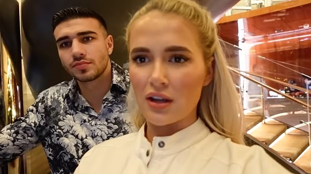 Vlog: The couple filmed while leaving the restaurant of the Burj Khalifa