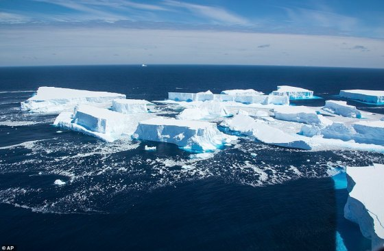 Derris also brakes with the A68a as it continues to hover around the ocean.  The main iceberg is still 1,000 square kilometers in size, about the same size as the whole of Herefordshire.