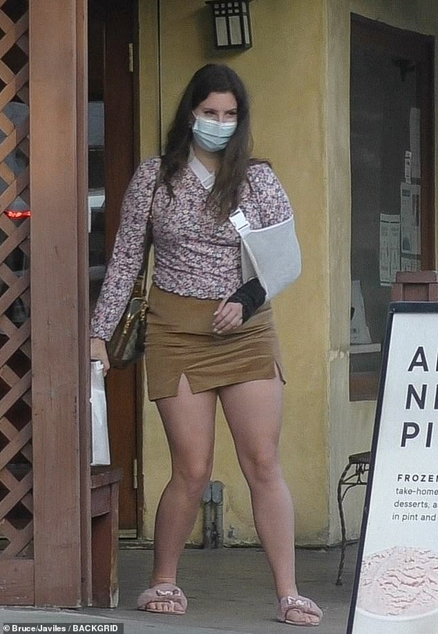 Arm still in a sling:Lana Del Rey was spotted in Studio City on Sunday, grabbing takeout from Italian restaurant Il Tramezzino