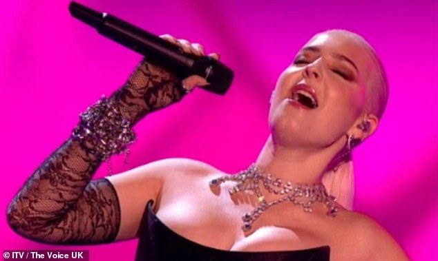 Amazing: The singer, 29, looked nothing short of sensational as she sung You've Got The Love by Florence & The Machine alongside fellow coaches, Tom Jones, Olly Murs and will.i.am