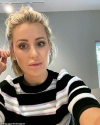 Roxy Jacenko slams 'disgraceful' anti-vaxxers protesting mask mandate in Bondi