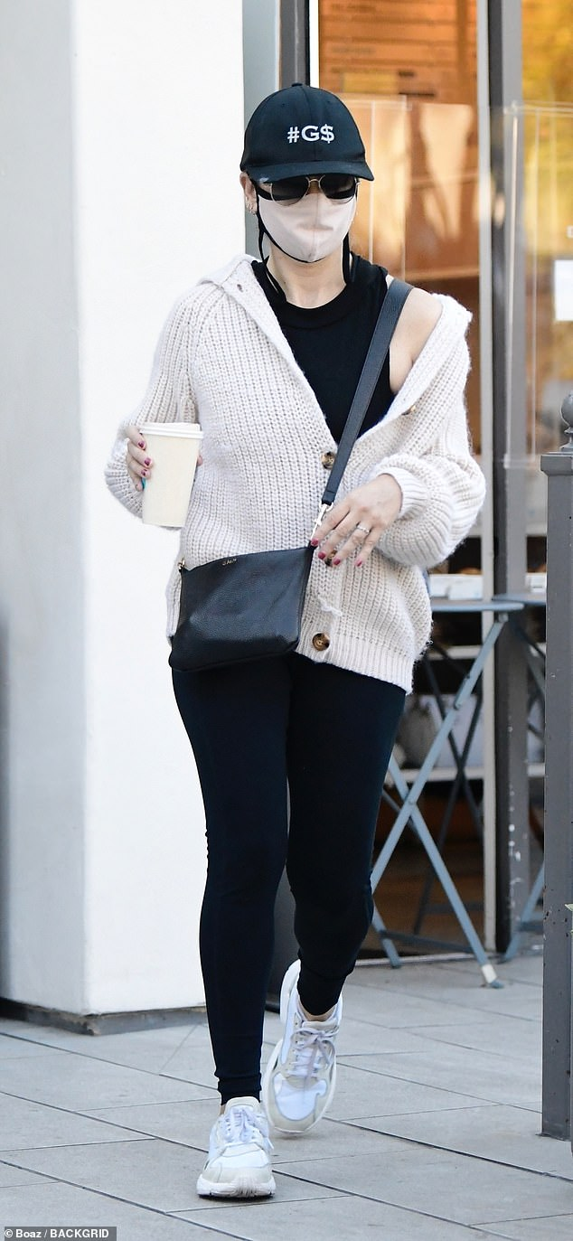 Caffeine fix: Gellar donned gold-framed sunglasses, a black baseball cap and a cloth face mask. She dropped by a cafe to pick up some coffee to go after her sweat session