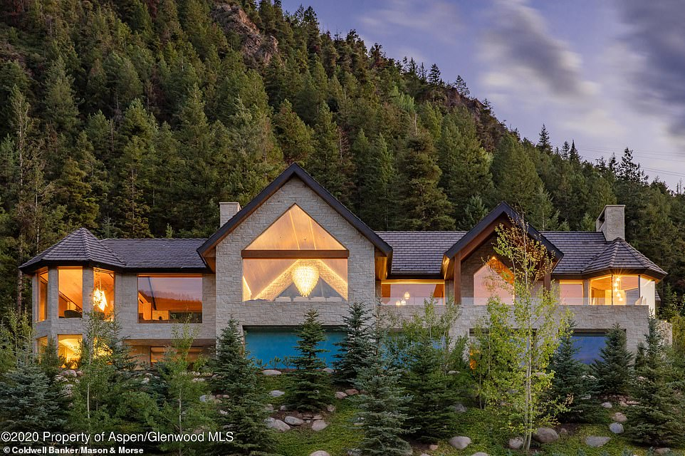 Kylie Jenner shares view of the Aspen home she's renting with Kendall and Kris for 0K/MONTH