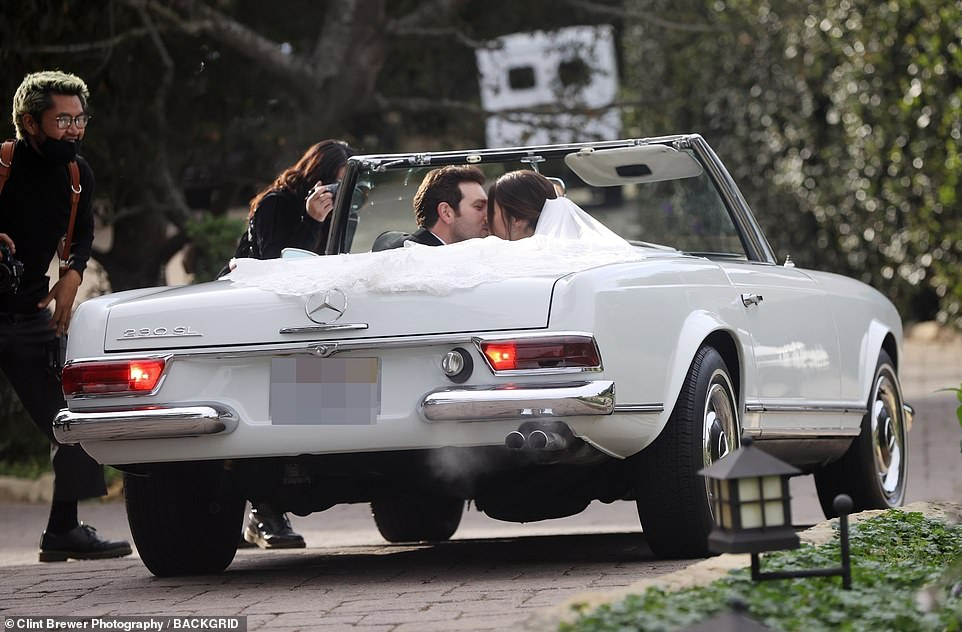 Kiss:The bride and groom were arrived at the wedding venue in Styles¿ vintage convertible