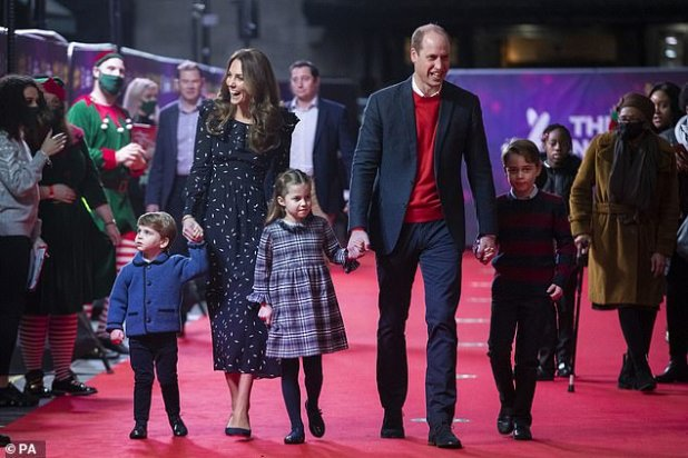 It is believed that Cambridge intended to return to its London base at Kensington Palace, but now has no reason to return to the capital, and the law advises against the necessary visit.  Pictures with her children attending a special pantomime performance at London's Palladium Theater in December