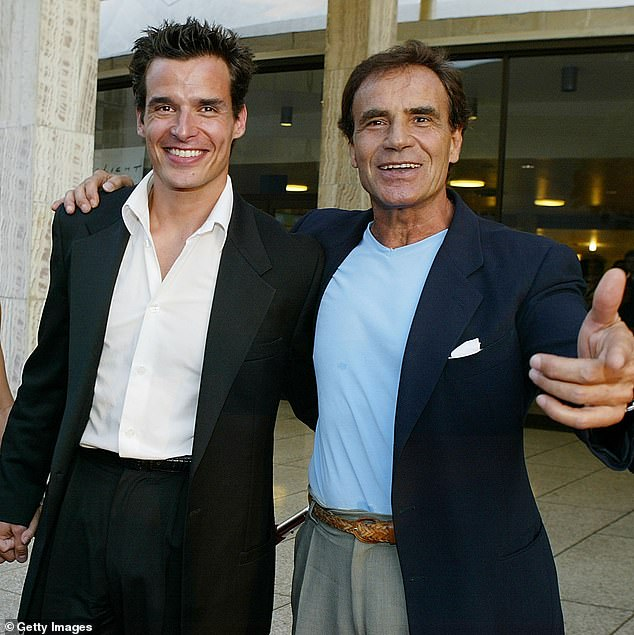 Father-Son Duo: The Bold and the Beautiful actor took to Twitter to update followers on his father's condition for two days until his ultimate death;  photo 2003