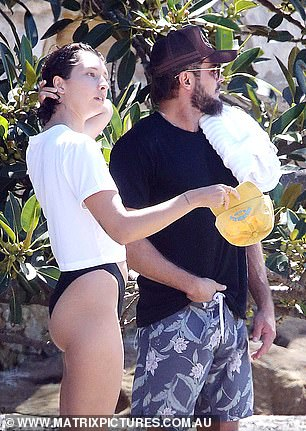Rumors: Meanwhile, Bryon Bay's Vanessa `` It girl '' also reportedly spent time with Australian actor Liam Hemsworth after split from singer Miley Cyrus