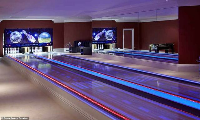 Games night! The entertainment suite includes a bowling alley that's perfect for a family get together