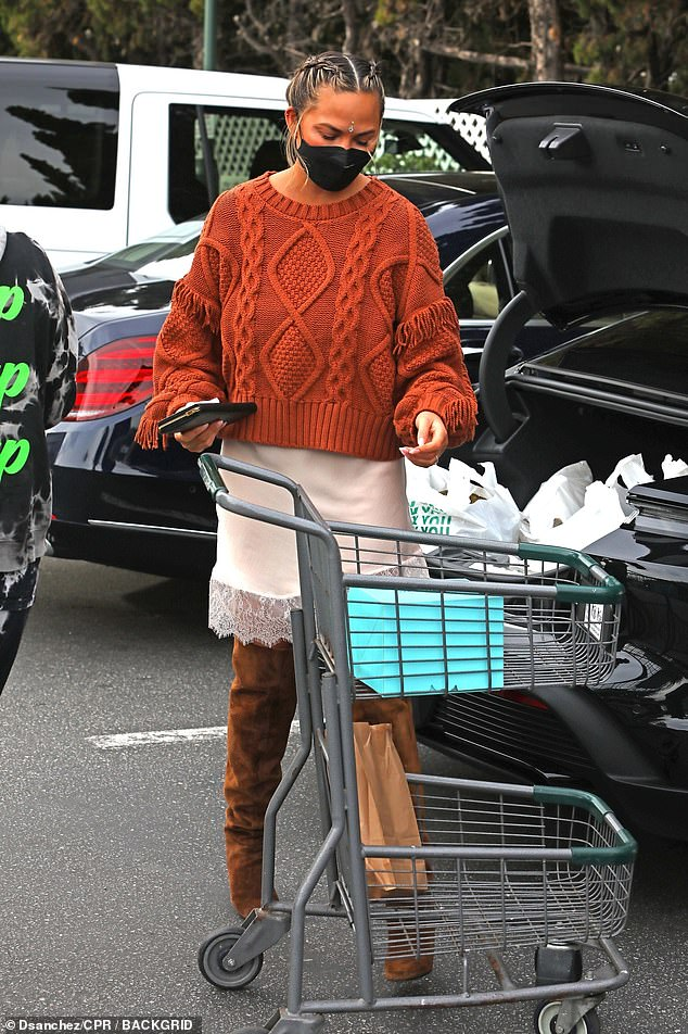 Ready to roll: After browsing the store, the pair appeared with a cart full of grocery bags